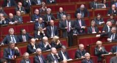 Dans l'hémicycle, Valls fait face aux attaques en règle de la droite