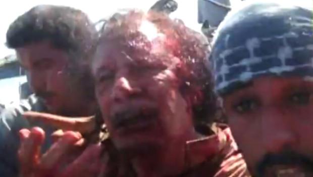 Image tirée d'une vidéo présentée comme la capture de Mouammar Kadhafi, 20/10/11