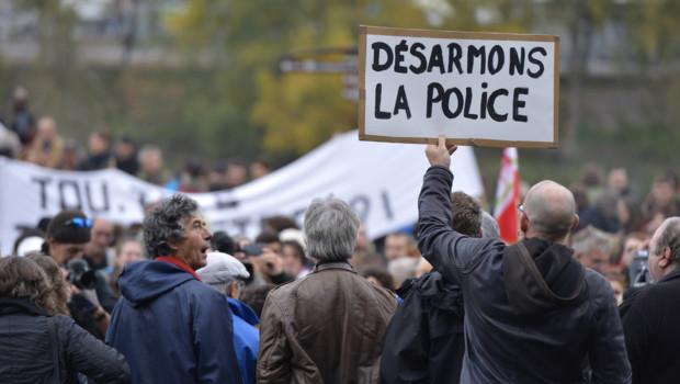 """Manifestation à Nantes contre """"la répression policère"""" le 2 novembre 2014, un mois après la mort de Rémi Fraisse."""