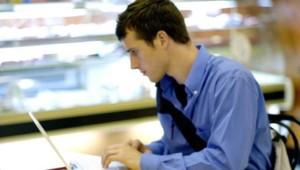 étudiant ordinateur jeunes travail recherche études