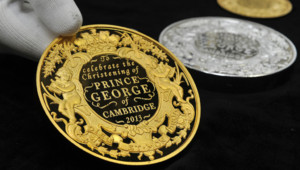 Des pièces ont été spécialement créées pour commémorer le baptême du Prince George de Cambridge.