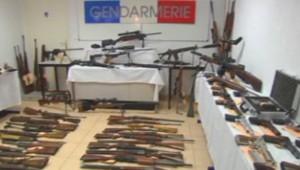 Un arsenal de 122 armes a été retrouvé chez un retraité dans l'arrière-pays niçois, le 12 octobre 2013.