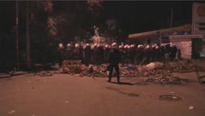 Un cordon de policiers anti-émeutes à Ankara, la capitale turque, dans la nuit du 10 juin 2013.