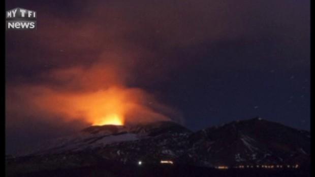L'Etna s'est réveillé : les images spectaculaires de son éruption