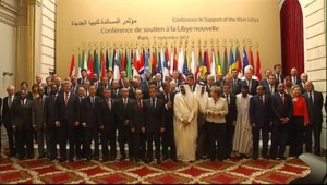 La soixantaine de membres présents à la conférence des amis de la Libye à Paris, le 1er septembre 2011.