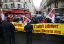 Des militants de la CGT manifestent le 16 octobre contre les propositions du Medef sur les retraites complémentaires.