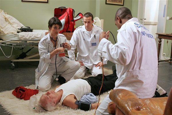 Equipe medicale d'urgence. Série créée en 2006 Avec : Christian Vadim, Frédéric Quiring, Sophie Broustal