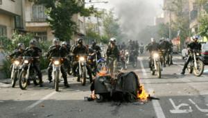 Les rues de Téhéran sont quadrillées par les forces de l'ordre, qui empêchent tout rassemblement.