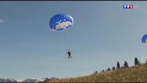 Le 20 heures du 20 avril 2014 : Etats-Unis : des pompiers parachutistes pour agir au c%u0153ur des flammes - 1867.048