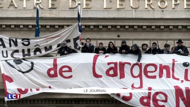 Une cinquantaine d'intermittents et d'étudiants occupent le théâtre de l'Odéon à Paris