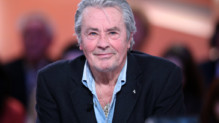 L&#039;acteur franais Alain Delon en dcembre 2012 sur le plateau du Grand Journal de Canal+