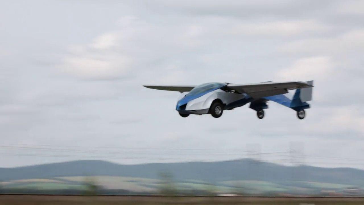 news automoto vid o insolite aeromobil la voiture volante venue de slovaquie mytf1. Black Bedroom Furniture Sets. Home Design Ideas