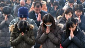Prières au Japon pour le premier anniversaire du tsunami. 11 mars 2012.