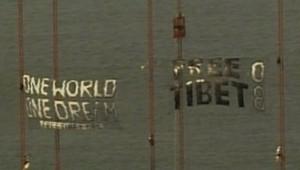 Des banderoles pro-Tibet sur le pont du Golden Gate de San Francisco, avant le passage de la flamme, le 7 avril 2008