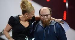 Andreas Kümmert et la présentatrice de la chaîne allemande ARD Barbara Schöneberger lors de la sélection allemande au concours de l'Eurovision 2015