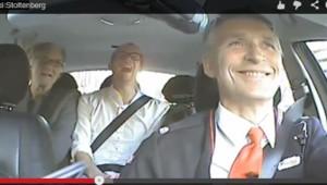 Captuire écran de la vidéo postée sur Internet du Premier ministre norvégien Jens Stoltenberg faisant le taxi.