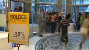 Soldes : la ruée en image dans les grands magasins