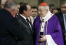 François Hollande et Mgr. Vingt-Trois dans la cathédrale Notre-Dame-de-Paris à l'issue d'une messe en hommage au prêtre égorgé à côté de Rouen