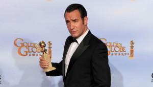 Jean Dujardin après avoir reçu le trophée du meilleur acteur de comédie lors des 69e Golden Globes pour The Artist