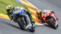 Valentino Rossi (Yamaha) et Marc Marquez (Honda) à la lutte lors du Grand Prix MotoGP de Valence 2014.