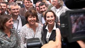 Martine Aubry et Ségolène Royal posant pour une photo à La Rochelle (27 août 2010)