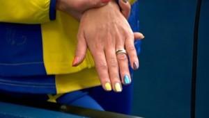 l'athlète suédoise Emma Green-Tregaro, qui s'est fait peindre sur les ongles un drapeau arc-en-ciel, symbole gay et lesbien