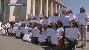 Manifestation pour la libération des lycéennes nigériannes, le 17 mai, à Paris.