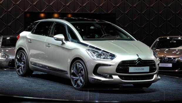 Le président François Hollande a choisi la DS5 hybride de Citroën comme véhicule pour son investiture à la présidence de la République le 15 mai.