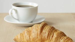 Petit-déjeuner breakfast croissant café