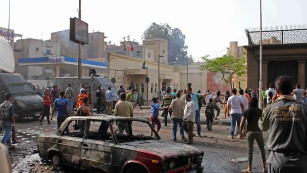 Affrontements entre coptes et musulmans devant la cathédrale du Caire le 7 avril 2013.