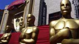 Photo du Kodak Theater de Hollywood avec des OScars géants