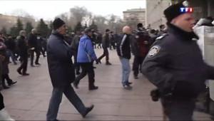 Le 13 heures du 6 mars 2014 : Le drapeau russe sur le parlement de Donetsk - 1017.5539810180665
