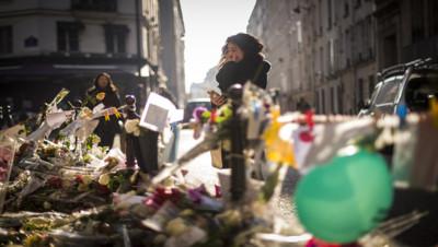 De nombreux hommages ont été rendus devant le restaurant Casa Nostra.
