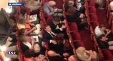 Retour politique de Nicolas Sarkozy : l'ex chef de l'Etat et Carla Bruni aperçus au théâtre