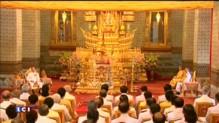 Thaïlande : Le roi fait une rare apparition publique