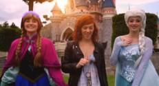 """Chanter """"Let it go"""" dans une attraction, Alizée et Franck Dubosc ont relevé le défi"""