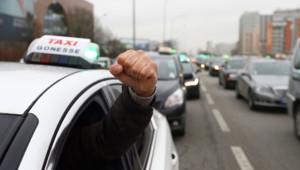 Les taxis manifestent à Paris, image prise le 10 janvier 2013.