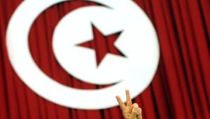 """Ennahda se dit favorable """"à la formation d'un gouvernement d'union nationale comprenant toutes les forces politiques convaincues de la nécessite d'achever le processus démocratique""""."""
