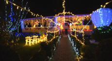 Le 13 heures du 18 décembre 2014 : Noël : qui aura la plus belle maison de lumière ? - 67.51599999999999