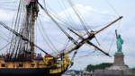 L'Hermione devant la Statue de la Liberté pour le 4 juillet.