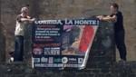 Des militants anti-corrida déploient une banderole à proximité de Carcassonne