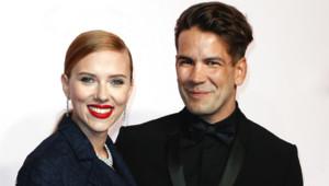 Scarlett Johansson et Romain Dauriac lors des César 2014 à Paris en février