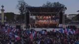 Le XV de France ovationné à la Concorde