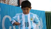 Murtaza a enfin reçu son maillot dédicacé par son idole, Lionel Messi.