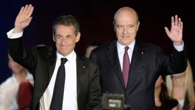 Nicolas Sarkozy et Alain Juppé lors d'un meeting du premier dans le cadre de sa campagne pour la présidence de l'UMP, le 22 novembre 2014 à Bordeaux.