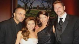 """Tony Parker et Eva Longoria posant avec Rick et Erin Barry, la femme qui a échangé des """"sextos"""" avec Tony Parker"""