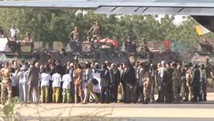 L'arrivée de François Hollande au Mali, le 2 février 2013.