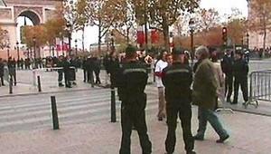 Les Champs-Elysées sous surveillance