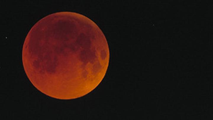 la Lune s'éclipse et devient rouge 2276173