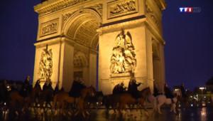 Le 13 heures du 10 juillet 2014 : D�l�u 14 juillet : r�titions nocturnes de la garde r�blicaines �e Paris - 169.2999246406555